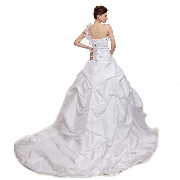 00fba38f8e0 Недорогой прокат свадебных платьев в Москве - где дешево арендовать свадебное  платье