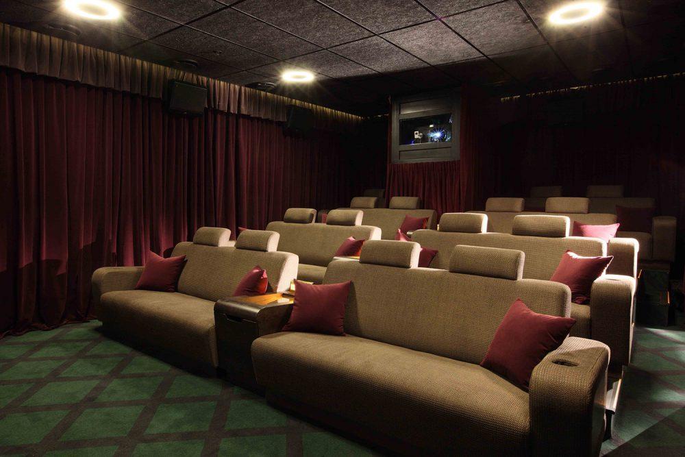 заброшку, кинотеатр с диванами в москве адреса фото встретить